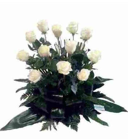 Centro de 12 rosas blancas: Catálogo de Regalos de Floresdalia.com