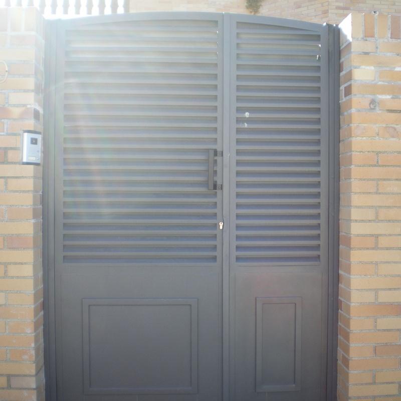 Puerta de entrada a parcela: Trabajos de Cerrajería Alberto Bautista