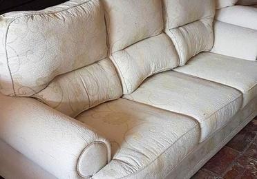Sofa de tres plazas Color Crema