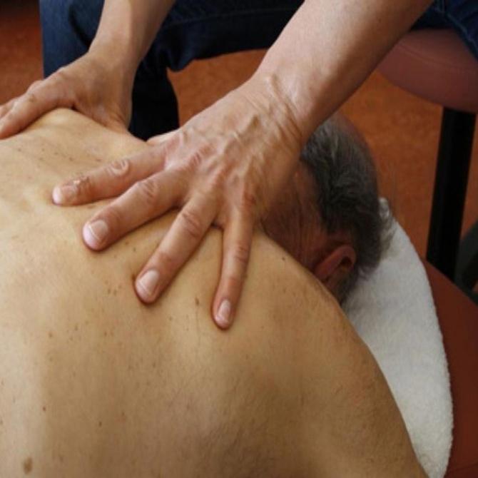 Los masajes pueden mejorar la calidad de vida de nuestros mayores