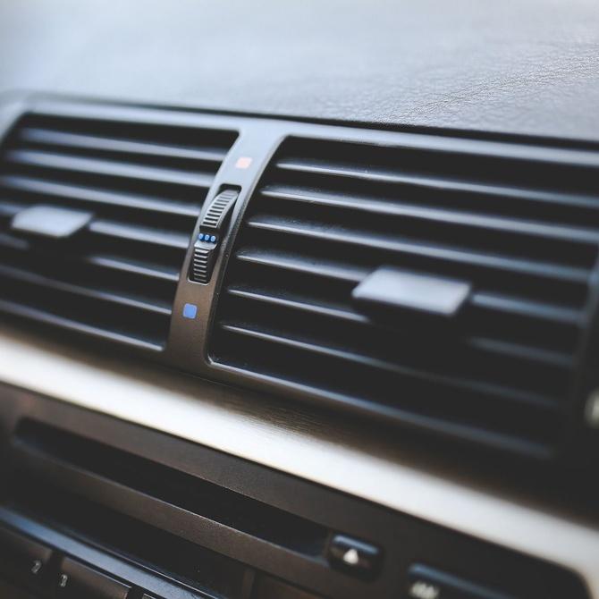 ¿Cuándo usar el aire acondicionado en el vehículo?