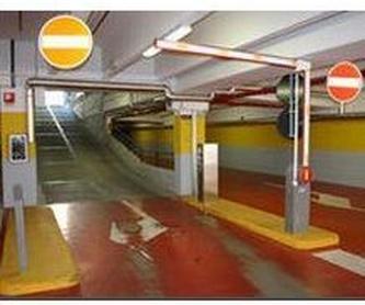 Puertas correderas industriales: Estilos de puertas of MAFA, S.L.