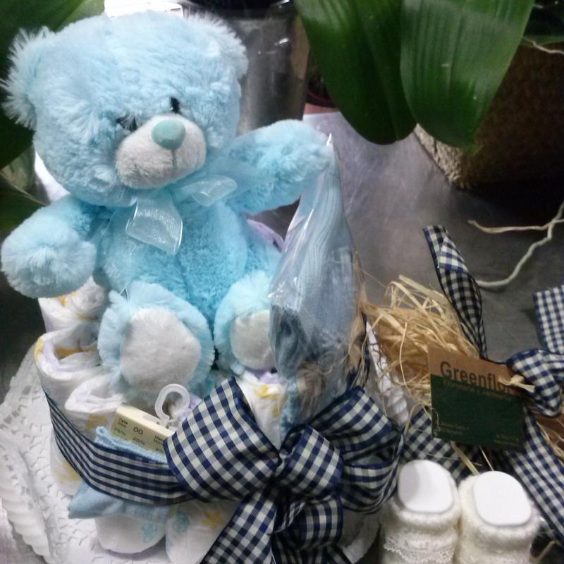 Tarta de pañales con peluche y planta o flor: Productos y servicios de Greenflor