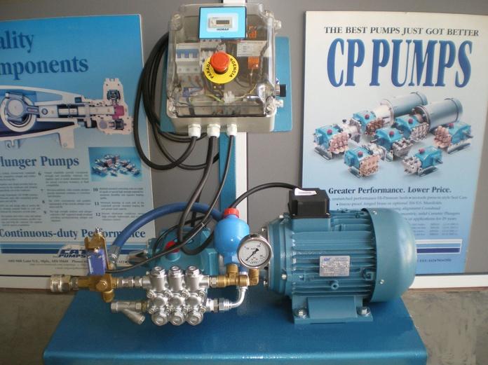 Equipo 5CP sobre bancada: Productos y Equipos de Técnicas de Alta Presión y Limpieza, S. L.