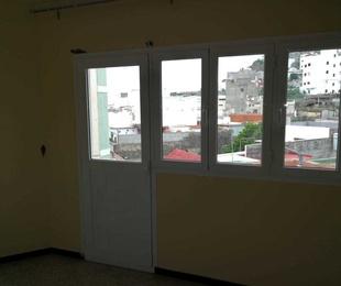 Cambio de  puerta con ventana de aluminio en las Palmas