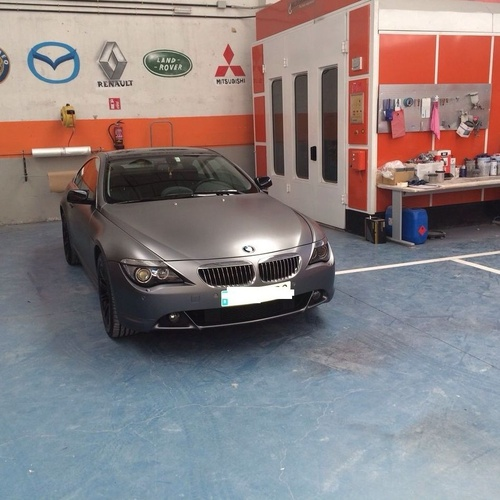 BMW Serie 6 - Espectacular cambio de color con laca mate y detalles en negro brillo! El coche sale del taller verdaderamente NUEVO!