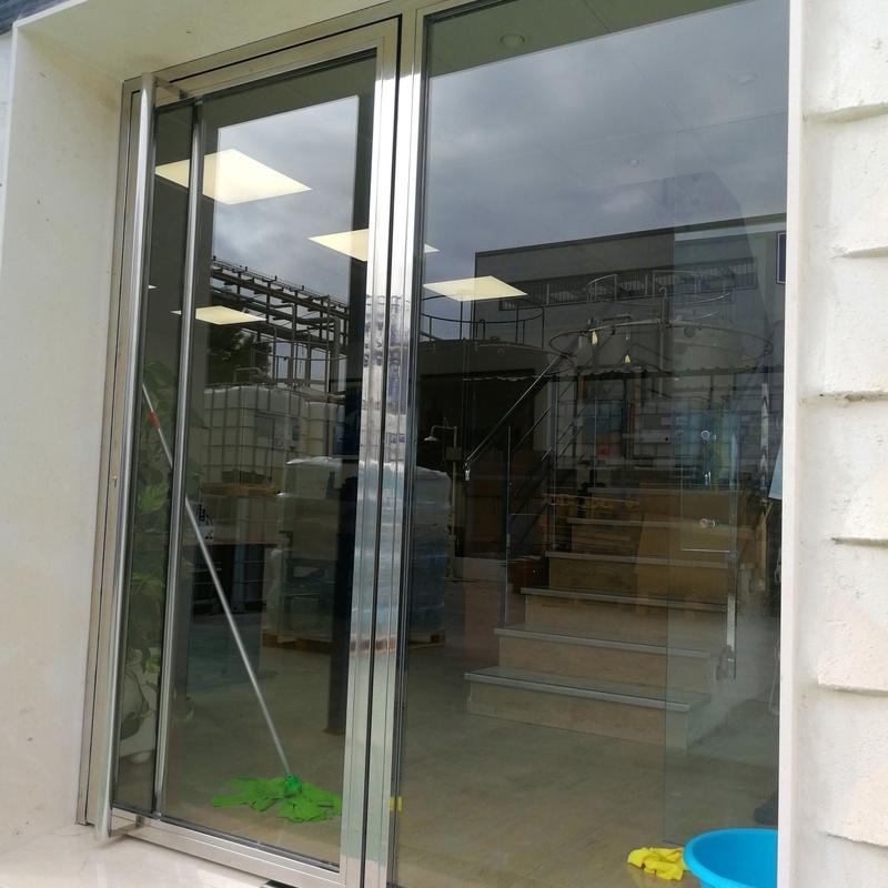 Modelos de puertas de acero inoxidable y vidrio