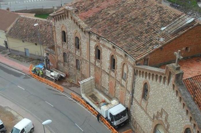 Los sondeos se han iniciado en uno de los extremos de la fachada principal del antiguo asilo de San José