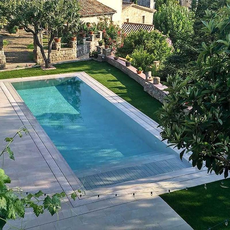 Pavimento y coronación de piscinas: Servicios de Segura Sarria