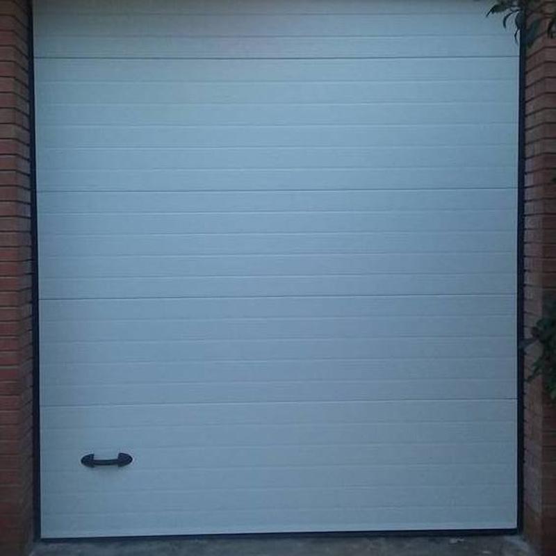 Fabricación de puertas de garaje en Riudoms, Tarragona