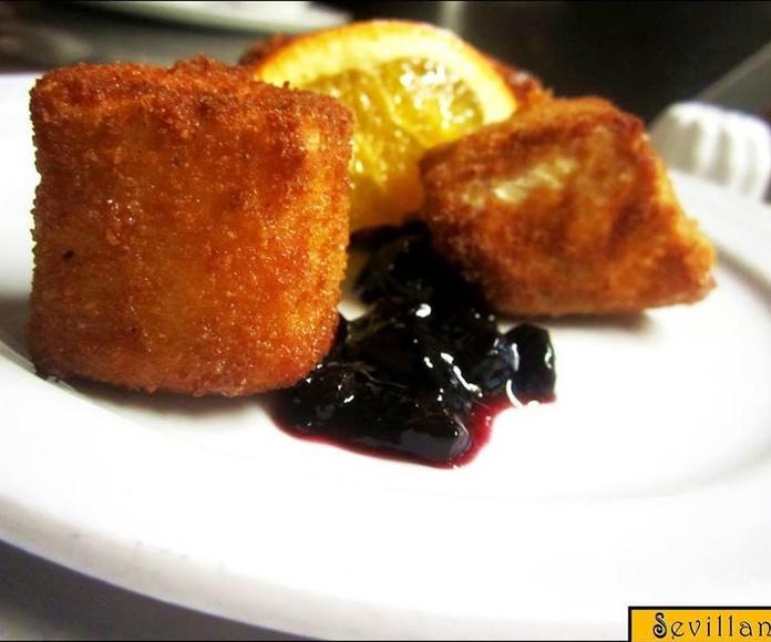 Camembert frito con mermelada de arándano: CARTA EL SEVILLANO de Restaurante Sevillano