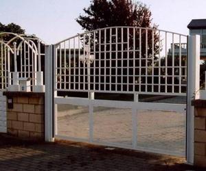 Puerta batiente automática