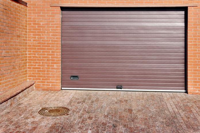Puertas de garaje: Productos y servicios de Cristalería Jiménez