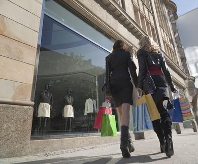 Limpieza de escaparates y pavimentos en tiendas