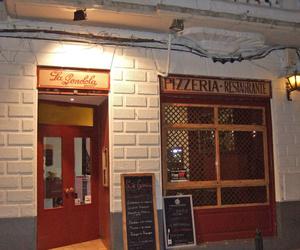 Fachada de la pizzería
