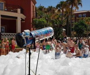 Fiesta de espuma en Sevilla