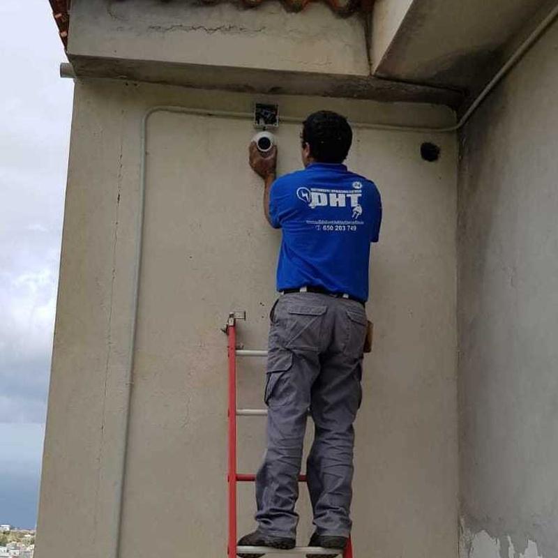 Instalación de cámaras de seguridad en Tenerife: Servicios de Mantenimiento e Instalaciones Eléctricas DHT