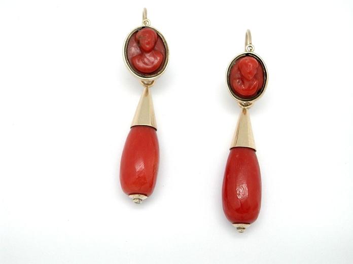 Pendientes de oro de 18k con coral rojo del mediterraneo. S.XIX: Catálogo de Antigua Joyeros