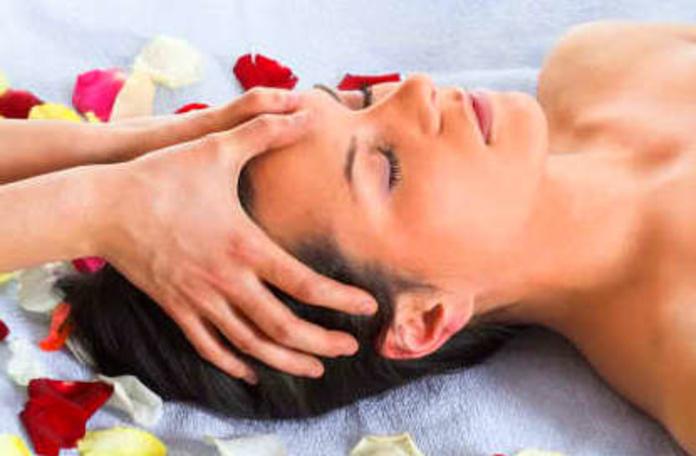Masaje facial digito-presión 20m': Servicios de PELUQUERÍA SMART EXPERTOS EN BELLEZA