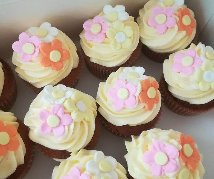 carrot cupcake con flores