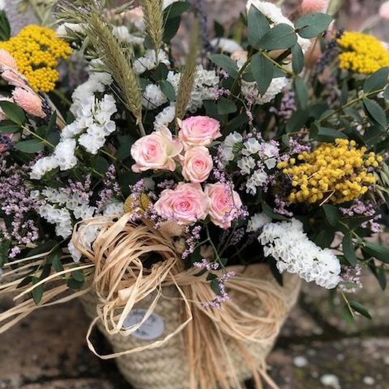 Capazo de flor natural de temporada: Productos de Floristería Miriam