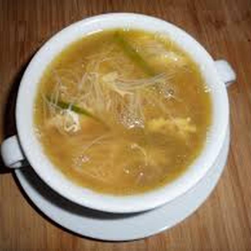 Sopa de fideos chinos con Tsai-Chai: Carta de El Jardín de Oriente