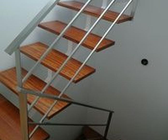 Barandilla de acero inoxidable montada en escalera de diseño de vivienda: Nuestros trabajos de Icminox