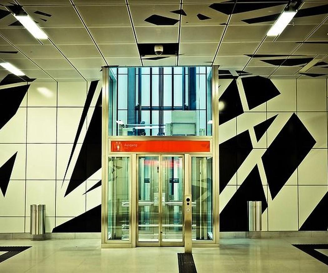 ¿Por qué hay espejos en los ascensores?