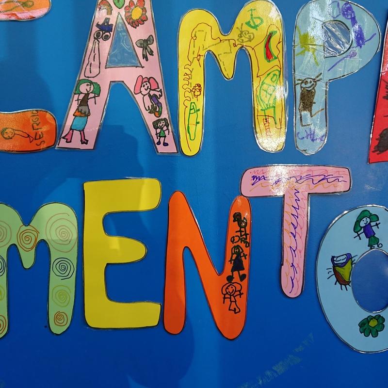 Campamentos: Nuestro Mundo  de Escuela Infantil Sonrisas