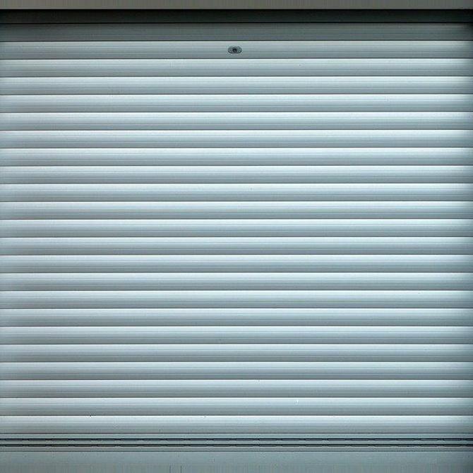 Cómo pintar la puerta metálica de tu garaje