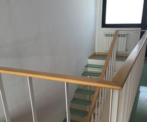 Loft de Diseño con escalera de Cristal