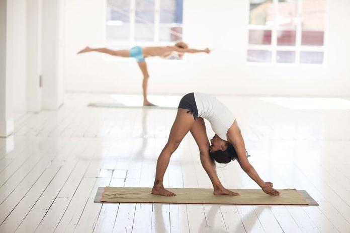 Yoga: Nuestras actividades de Salud y Deporte en el Patio de tu Casa