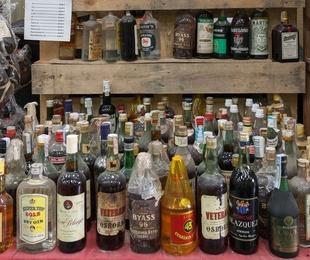 Brandis y bebidas con solera