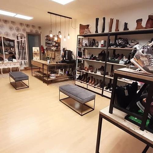 Comprar zapatos en Tona