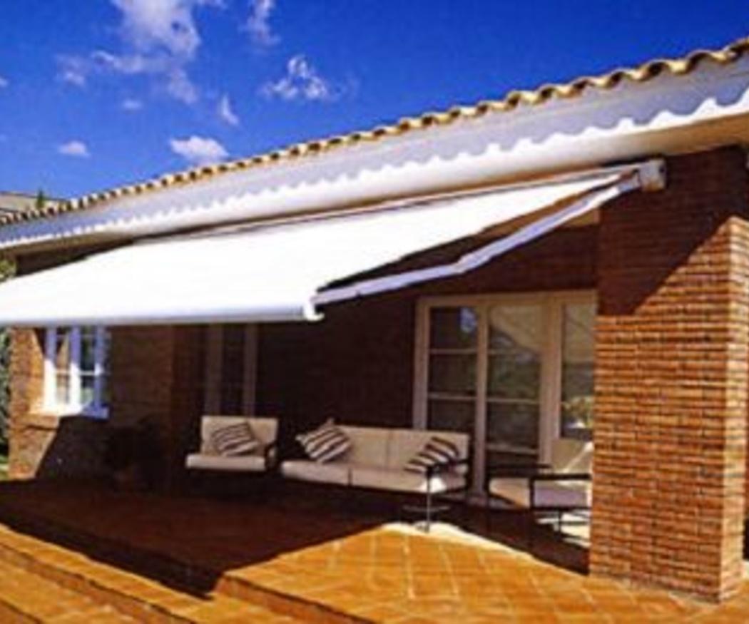 Por qué debes instalar un toldo en tu terraza