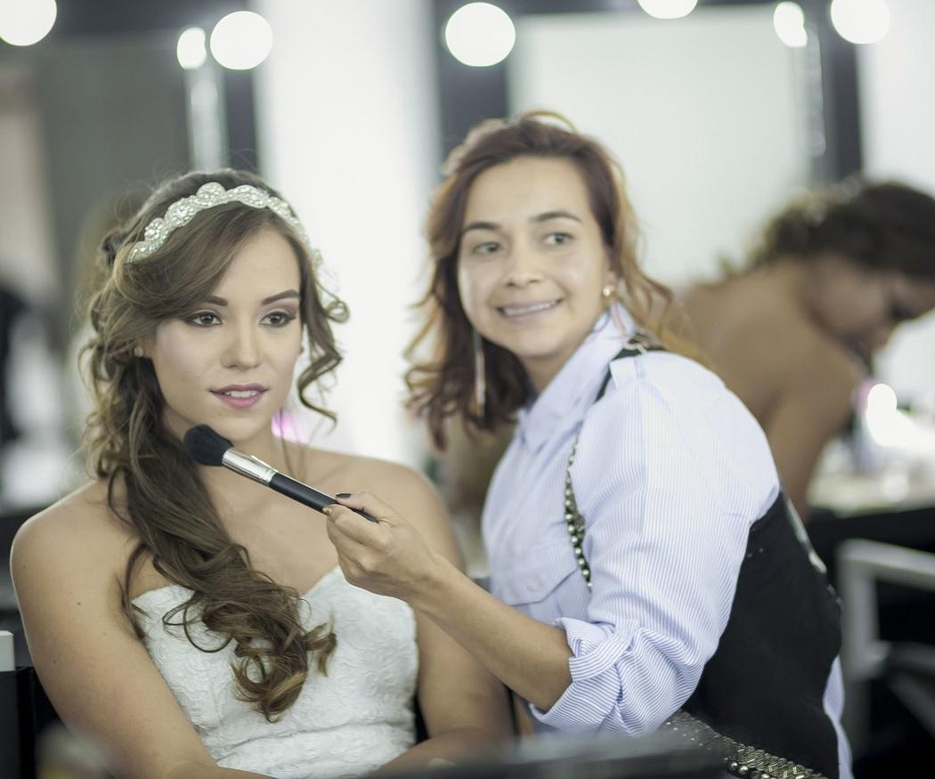 ¿Por qué contar con un profesional el día de tu boda?