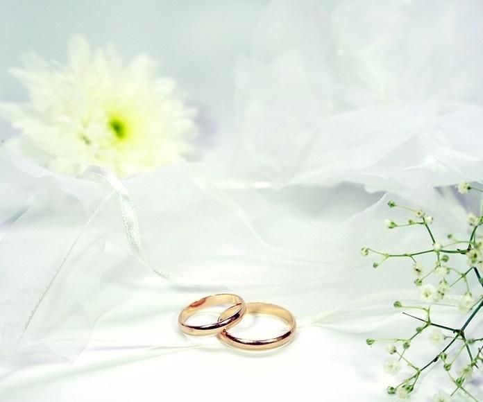 Anillos de compromiso y alianzas: Servicios de Me & You Eventos y Protocolo