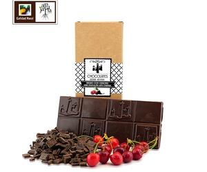 Tableta de chocolate negro con cerezas