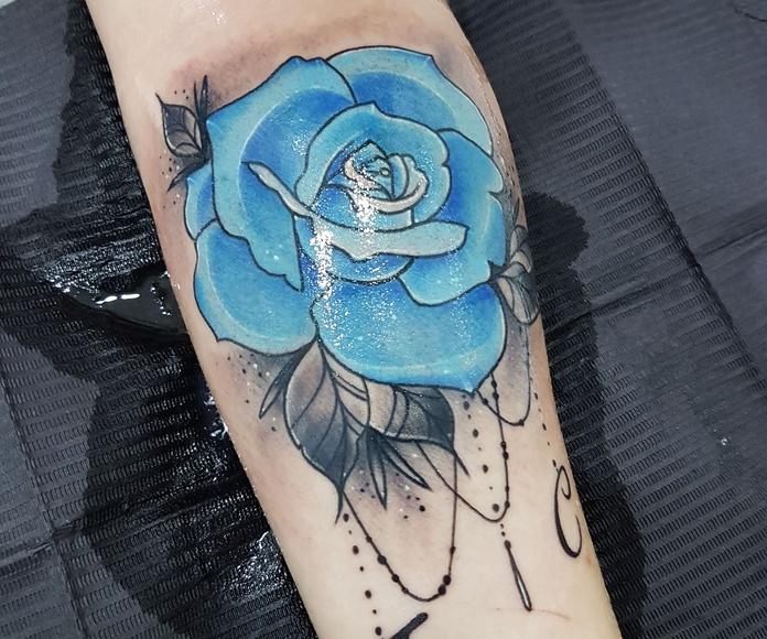 Color: Servicios de Skulls Lady Tattoo And Gallery