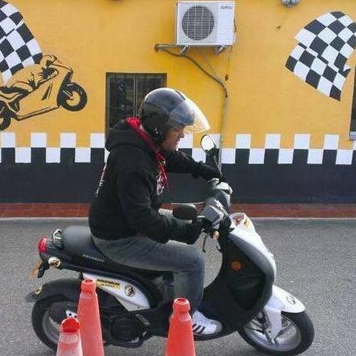 Centro para la obtención del carnet de moto en Móstoles con pista de prácticas