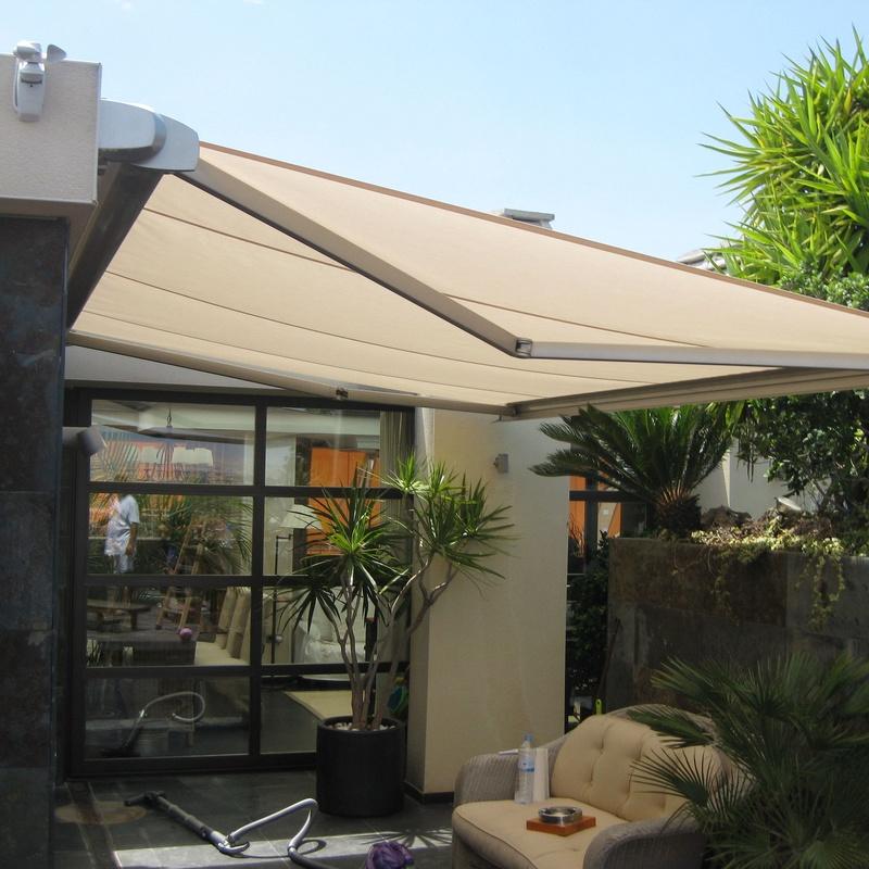 toldo cofre inox extendido en terraza de san juan