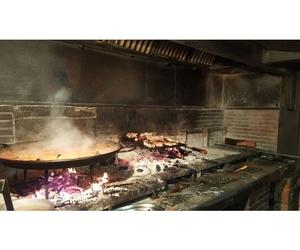 Paellas a leña y carne a la brasa en el Vallés
