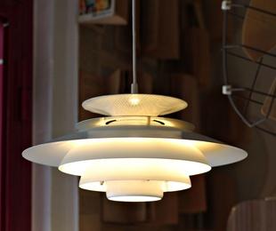 Lámpara danesa modelo AGAT de TOP LANP