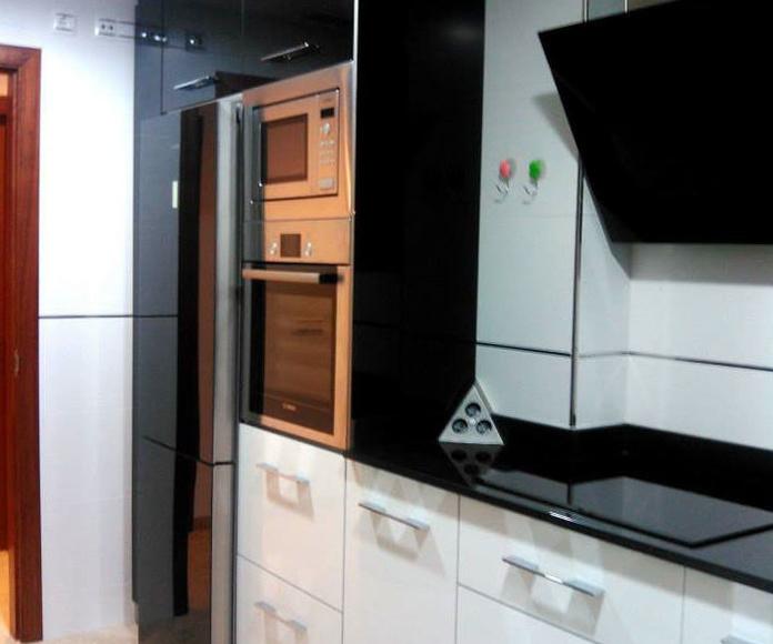 Modelo SOTO blanco/negro brillo 4 cantos rectos PVC aluminio