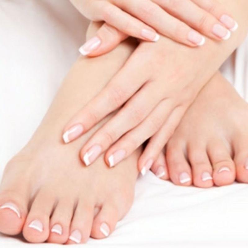 Manicura y pedicura express: Tratamientos y Productos  de Chic Beauty Center