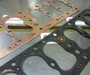 Servicio de fabricación de juntas. En la imagen junta nueva y vieja