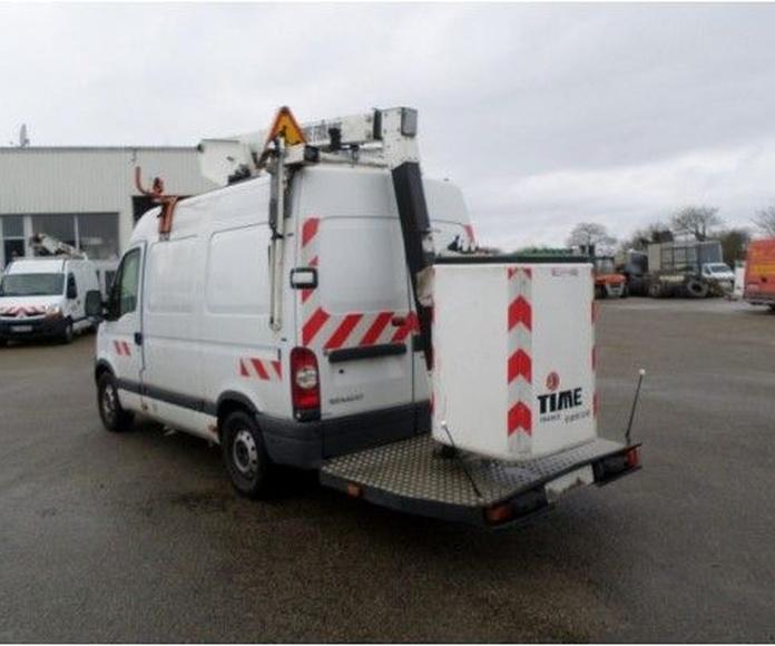 Ocasión: Furgoneta Renault Master con cesta de 11 metros: Vehículos de Iber Auctions