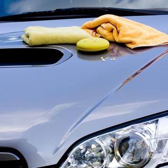 Lavado y secado de coches a mano