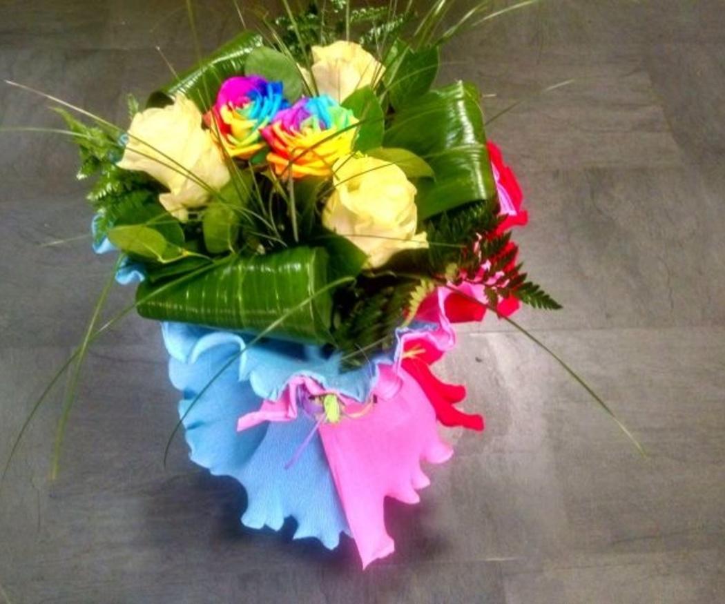 Rosas arcoíris y chocolate