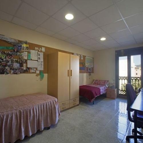 Habitación doble mediana de la residencia de estudiantes en Barcelona